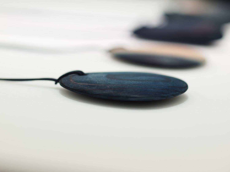 藍と木のペンダント/ Indigo-Tree Pendant