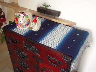 時代箪笥+藍染絞り布