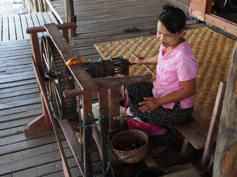 ミャンマーの蓮布づくり/ Making of Lotus Textile in Myanmar